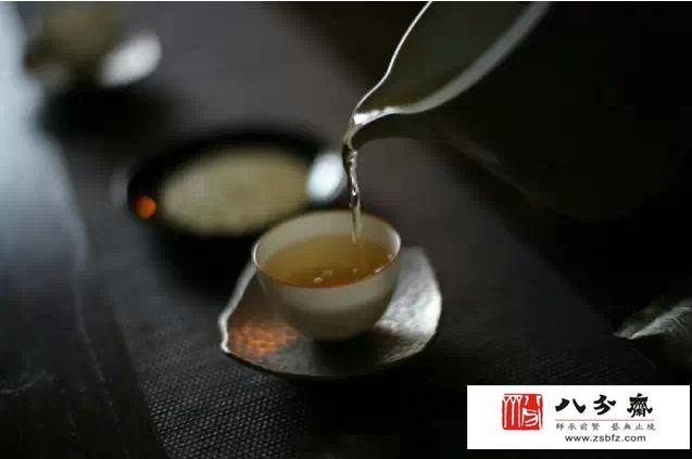 你知道日本茶室的入口小的原因吗?