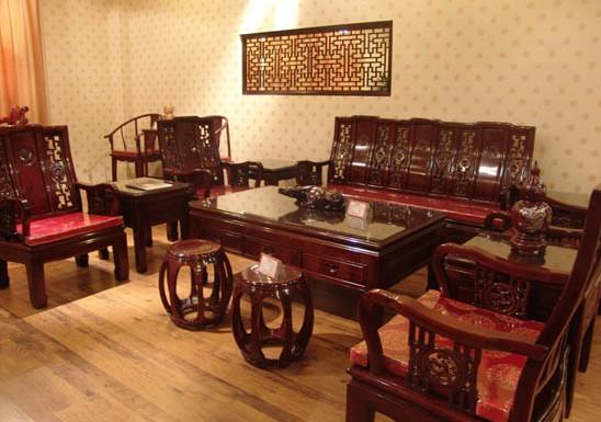 家具展厅里的红木家具