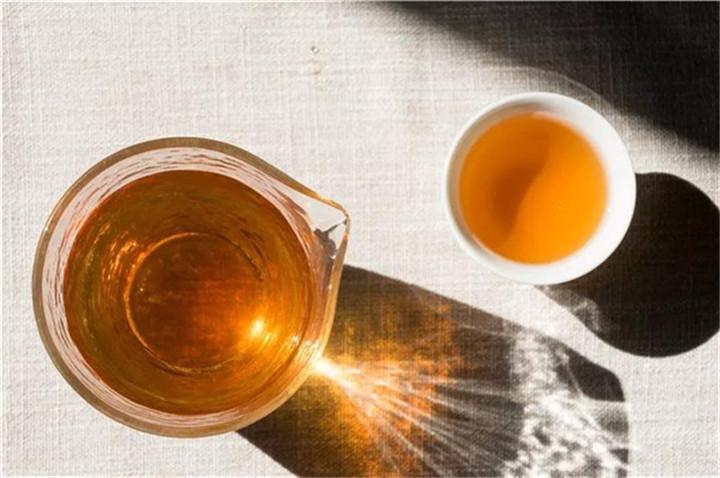 喝普洱茶时舌面发刺、发麻是什么原因?