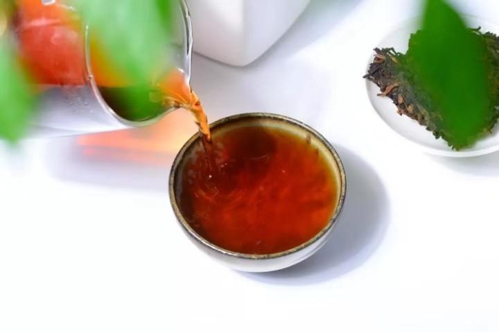 看完以后,不用再问生茶好还是熟茶好了