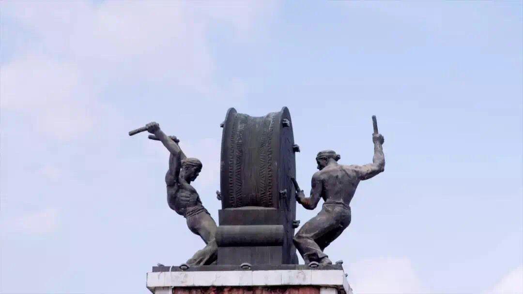 缅茄雕刻名家张嵩参加中央电视台科教频道大型纪录片《中国影像方志.高州篇》预告片
