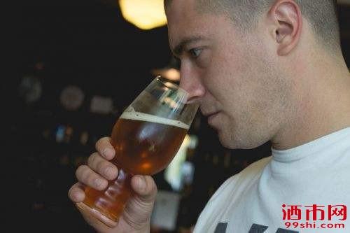 啤酒鉴别方法 辨别啤酒质量好坏的步骤