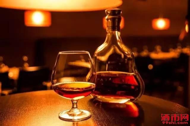 """干邑:""""XO背后的烈酒"""" 一杯穿越时光的""""生命之水"""""""