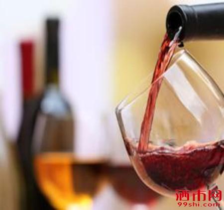 切记!喝葡萄酒千万不能干这6件事