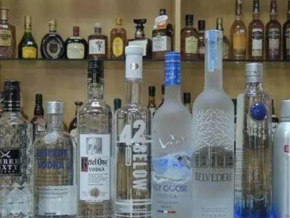 伏特加和白酒同样都是白的,为啥1个火遍全球,1个只能飘香国内?