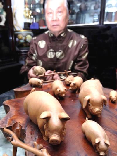 黄杨木祥猪
